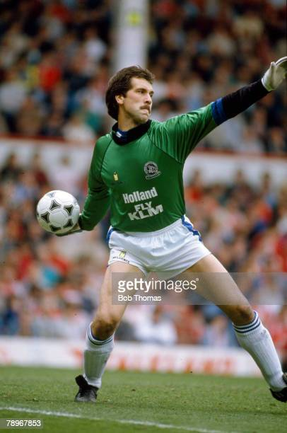 28th April 1990 Division 1 Queens Park Rangers goalkeeper David Seaman throws the ball out David Seaman while at Arsenal won 3 League Championships...