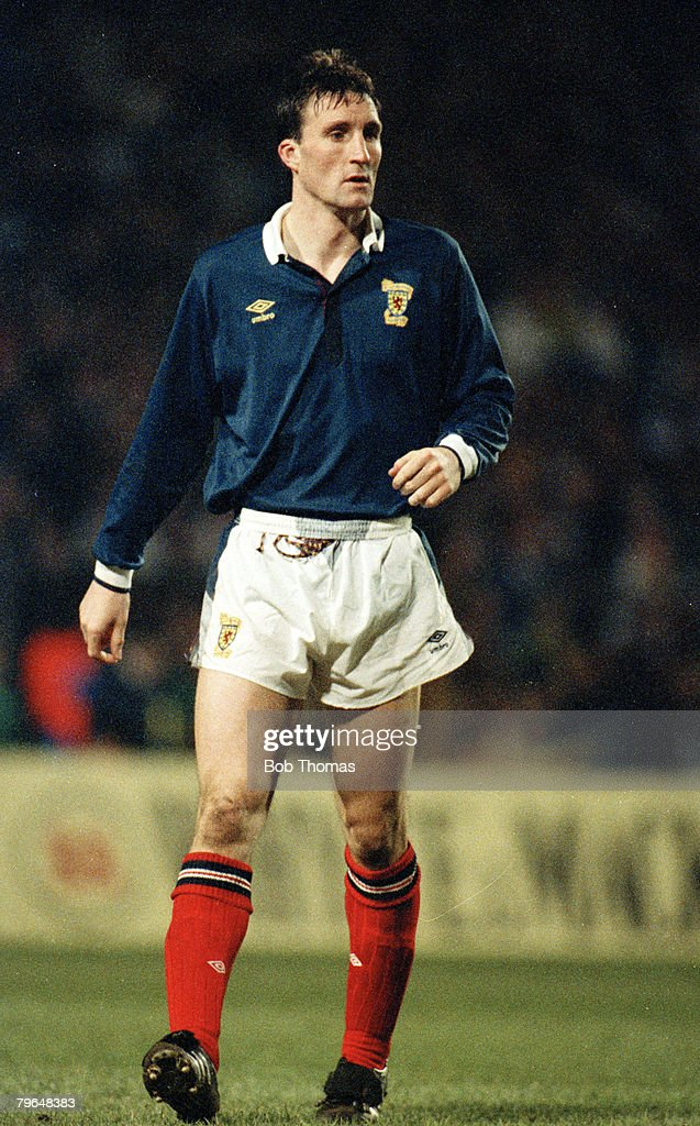 BT Sport, Football, pic: 28th March 1990, Friendly International at Hampden Park, Scotland 1 v Argentina 0, Alan McInally, Scotland, who won 8 Scotland international caps between 1989-1990 : News Photo