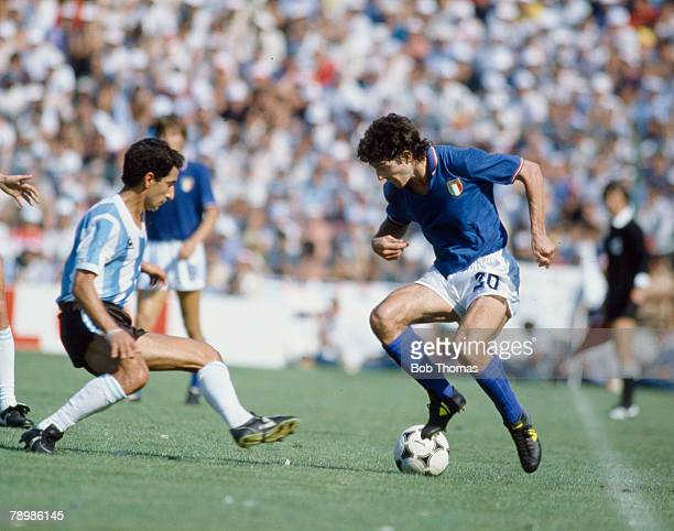 29th June 1982 1982 World Cup Finals in Spain Italy 2 v Argentina 0 in Barcelona Italy's Paolo Rossi right takes on Argentina's Osvaldo Ardiles
