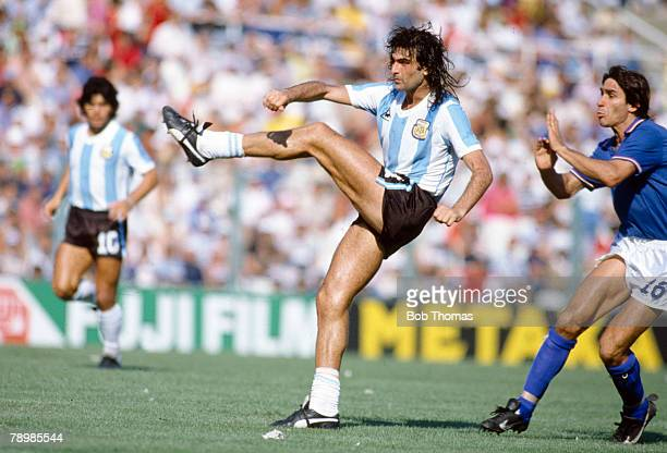 29th June 1982 World Cup Finals in Barcelona Italy 2 v Argentina 1 Argentina's Mario Kempes shoots as Italy's Bruno Conti challenges