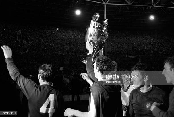 29th May 1968 European Cup Final at Wembley Manchester United 4v Benfica 1 aet Manchester United's Brian Kidd holds the European Cup aloft during...