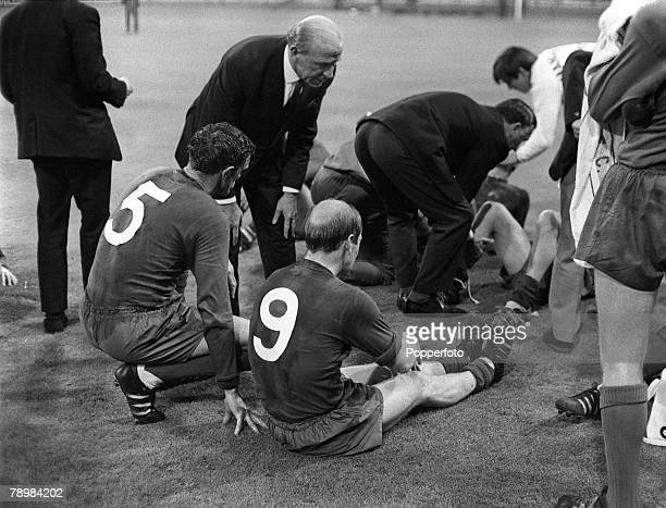29th May 1968, European Cup Final at Wembley, Manchester United 4,v Benfica 1, a,e,t, Manchester United Manager Matt Busby talking to the United...