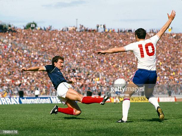 29th May 1982 British Championship at Hampden Park Glasgow Scotland 0 v England 1 Scotland's Graeme Souness 'flies' in to tackle England's Trevor...
