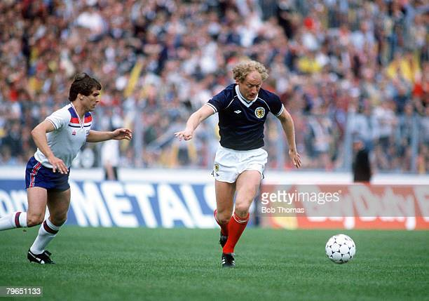 29th May 1982 British Championship at Hampden Park Glasgow Scotland 0 v England 1 Scotland's Alan Brazil closely watched by England defender Kenny...