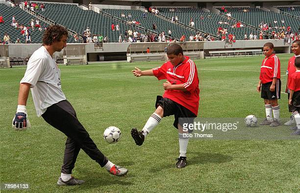 2nd August 2003 Champions World Series 2003 Lincoln Financial Field Philadelphia USA Manchester United Training Manchester United goalkeeper Ricardo...