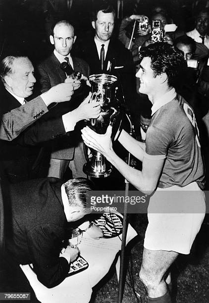 2nd June 1961 European Cup Final in Berne Benfica 3 v Barcelona 2 Benfica captain Jose Aguas receives the European Cup from FIFA President Ebbe...