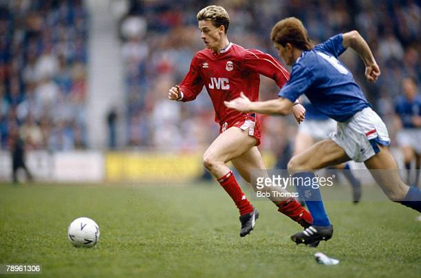 30th April 1988 Scottish Premier League Aberdeen's Davie Robertson races past Rangers' Richard Gough