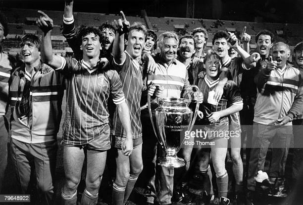 30th May 1984 European Cup Final in Rome Liverpool 1 v Roma 1 aet Liverpool won 42 0n penalties Liverpool celebrate with the trophy leftright Kenny...