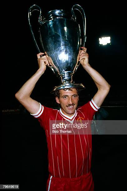 30th May 1984 European Cup Final in Rome Roma 1 v Liverpool 1 aet Liverpool won 42 on penalties Liverpool captain Alan Kennedy with the European Cup