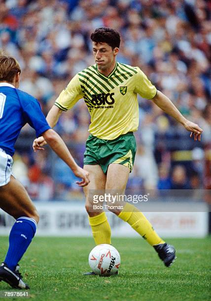 30th September 1989 Division 1 Millwall 0 v Norwich City 0 Andy Townsend Norwich City Andy Townsend a Republic of Ireland international won 70 caps...