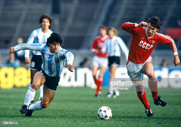31st March 1988 Soccer Tournament in West Berlin Argentina 2 v USSR Argentina's Diego Maradona ina race for the ball with Russia's Oleg Protasov...