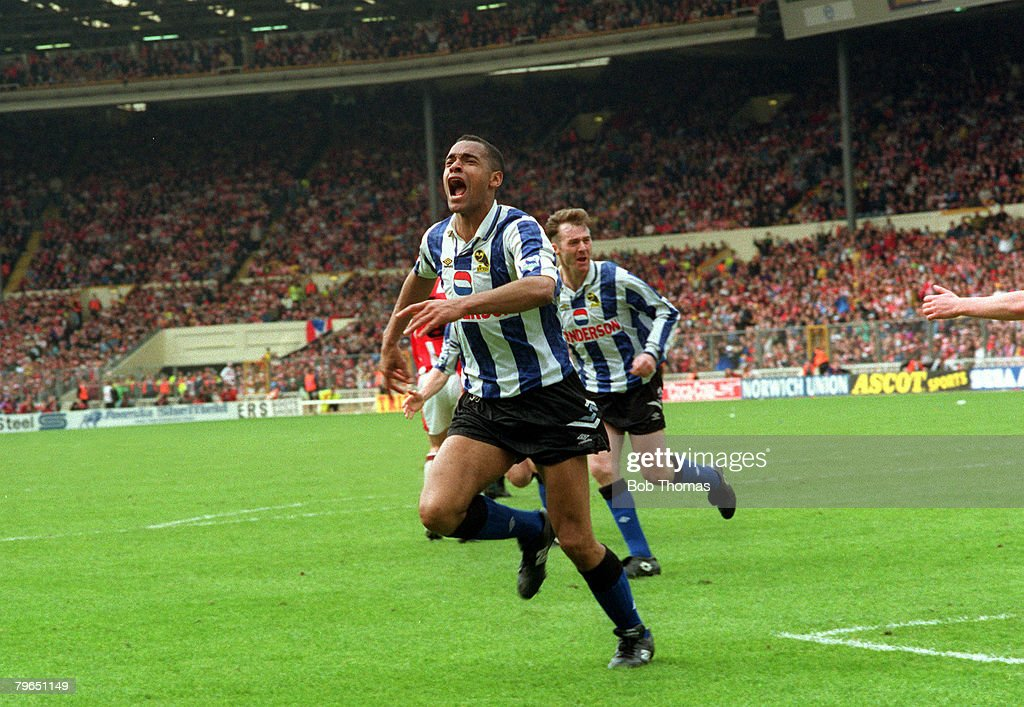 Sport, Football, pic: 3rd April 1993, FA Cup Semi-Final at Wembley, Sheffield Wednesday 2 v Sheffield United 1, Sheffield Wednesday's Mark Bright celebrates after scoring : News Photo