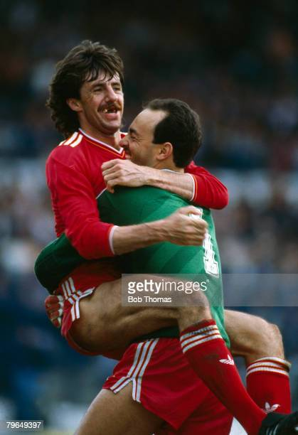 3rd May 1986 Division 1Chelsea 0 v Liverpool 1 Mark Lawrensonthe Liverpool central defender and goalkeeper Bruce Grobbelaar celebrate the League...