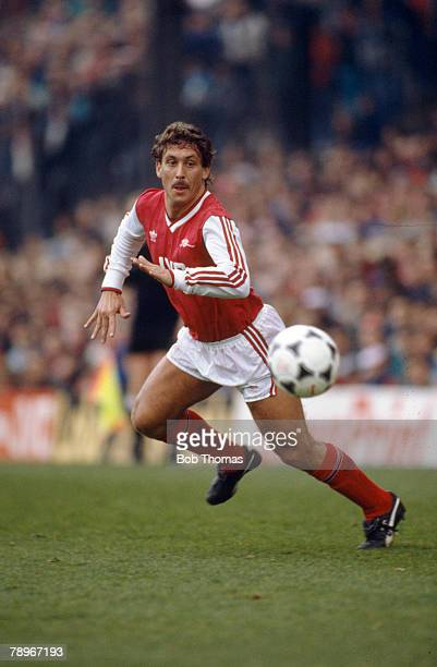 4th April 1988 Division 1 Kenny Sansom Arsenal full back 19801989 Kenny Sansom also won 86 England international caps between 19791988