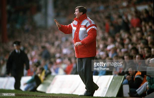 4th April 1988, Division 1, Liverpool 3 v Manchester United 3, Manchester United Manager Alex Ferguson gives instructions from the touchline