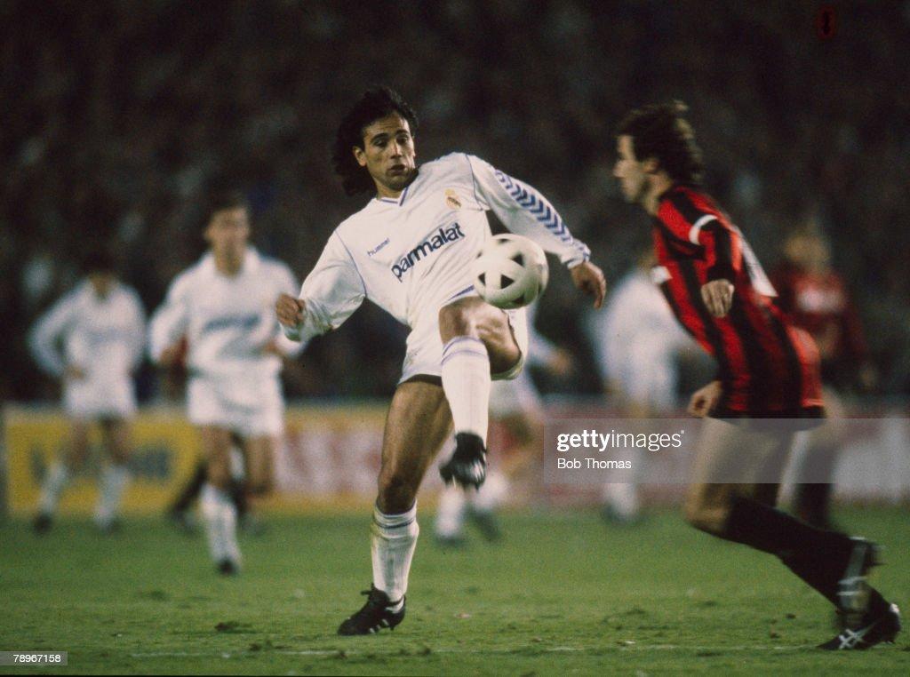 Sport. Football. pic: 5th April 1989. European Cup Semi-Final 1st Leg. Real Madrid 1 v AC. Milan 1. Hugo Sanchez, Real Madrid. : News Photo