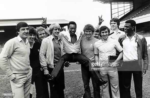 5th January 1981 Former Brazilian star Pele at Highbury with the Arsenal players lr Brian Talbot Brian McDermott Peter Nicholas John Devine Pele...