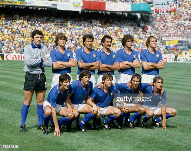 5th July 1982 1982 World Cup Finals in Spain Italy 3 v Brazil 2 in Barcelona Italy team group Back row leftright Dino Zoff Giancarlo Antognoni...