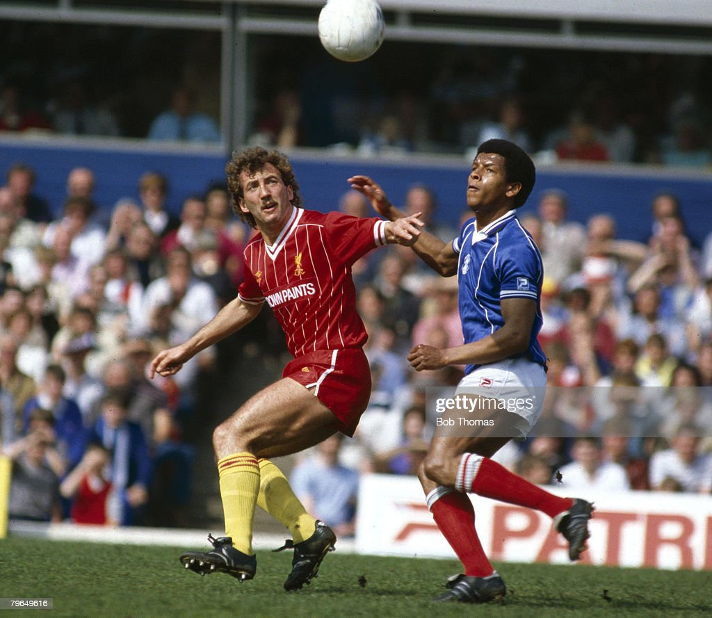 BT Sport, Football, pic: 5th May 1984, Division 1, Birmingham City 0 v Liverpool 0, Liverpool's Alan Kennedy and Birmingham City's Howard Gayle with their eyes on the ball : News Photo