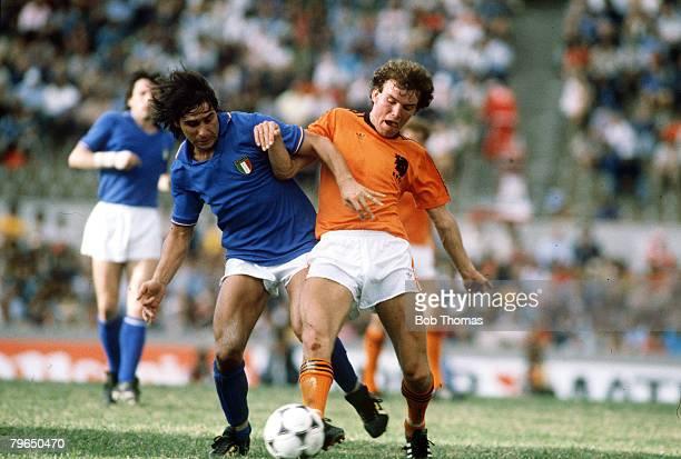 6th January 1981 Copa De Oro Hollandv Italy Italy's Bruno Conti left challenges Holland's Michel Valke Bruno Conti was a member of the 1982 Italian...