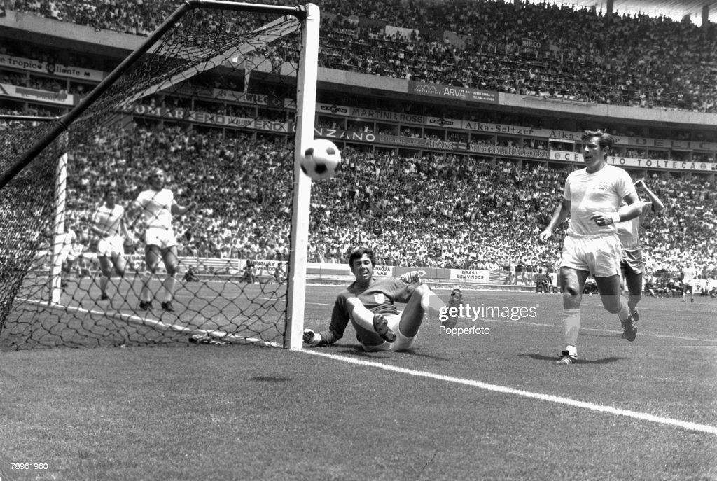 "Sport. Football. pic: 7th June 1970. Guadalajara, Mexico. 1970 World Cup Finals. Group 3. England 0 v Brazil 1. England goalkeeper Gordon Banks watches as the ball goes wide of the goal after making his spectacular ""wonder"" save from a goalbound header fr : News Photo"