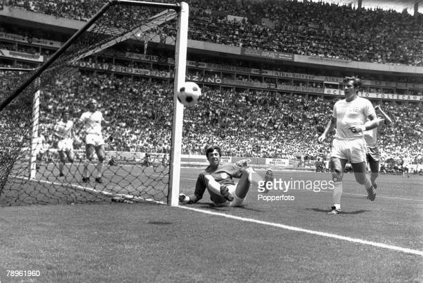 7th June 1970 Guadalajara Mexico 1970 World Cup Finals Group 3 England 0 v Brazil 1 England goalkeeper Gordon Banks watches as the ball goes wide of...