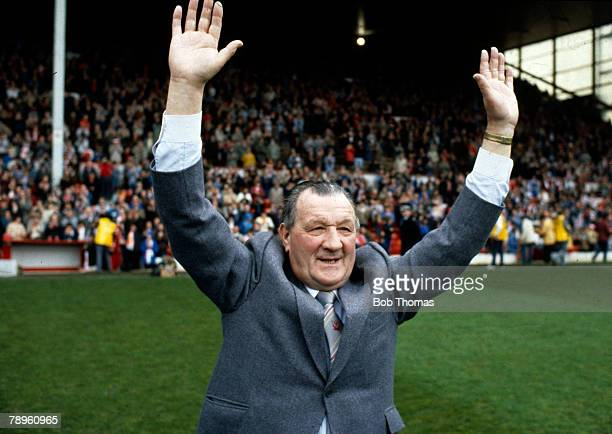 """7th May 1983, Division 1, Liverpool 1 v Aston Villa 1, Liverpool Manager Bob Paisley waves farewell to Anfield, to end a successful """"reign"""" at the..."""