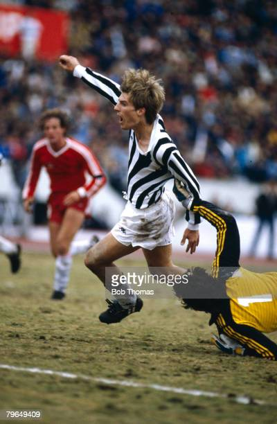 8th December 1985 Tokyo World Club Championship Juventus beat Argentinos Juniors 42 on penalties Michael Laudrup of Juventus beats Argentinos...