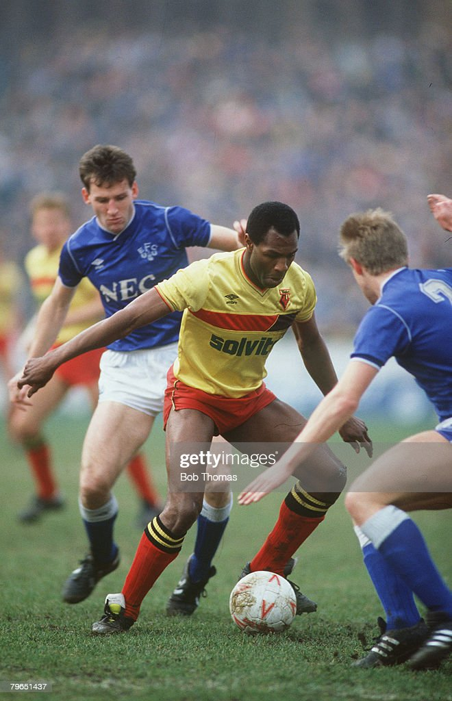 Sport, Football, pic: 8th March 1987, Watford 2 v Everton 1, Watford's Luther Blissett under pressure from Everton's Dave Watson (left) and Trevor Steven : News Photo