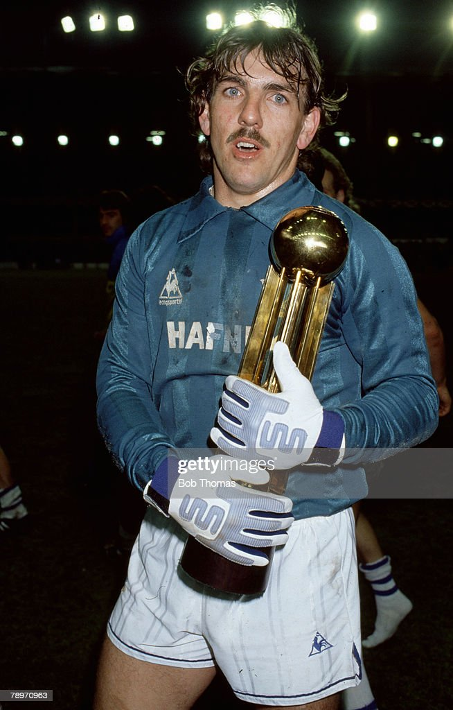 Sport. Football. pic: 8th May 1985. Division 1. Everton goalkeeper Neville Southall holds the League Championship trophy. Neville Southall played for Everton 1981-1998 and also won 92 Wales international caps between 1982-1998. : News Photo