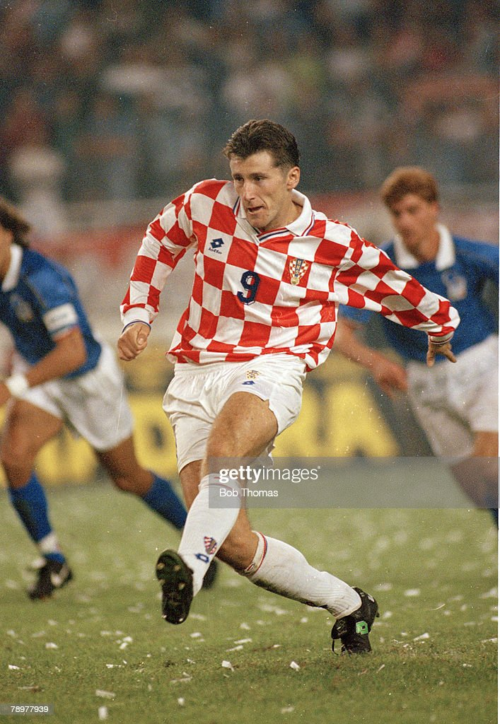 Sport. Football. pic: 8th October 1995. European Championship Qualifier. Croatia 1 v Italy 1. Davor Suker, Croatia striker. : ニュース写真