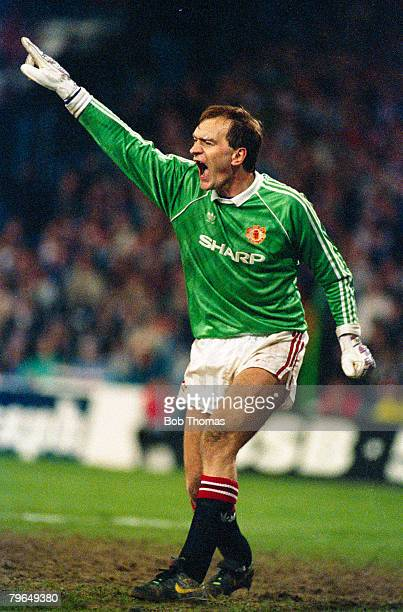 April 1990 Jim Leighton Manchester United goalkeeper who won 91 Scotland caps in a long international career 19831999