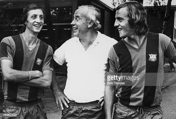 August 1975 Duisberg Germany Barcelona's German Coach Hennes Weisweiler flanked by Barcelona's Dutch stars Johan Cruyff left and Johan Neeskens as...
