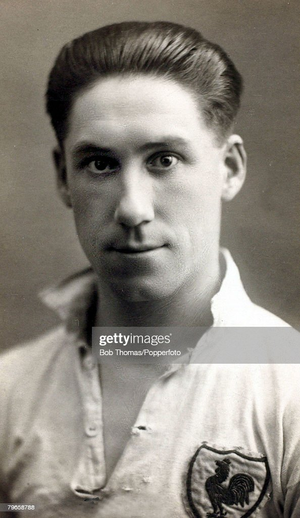 """Sport, Football, pic: circa 1925, Jimmy Seed, Tottenham Hotspur, Jimmy Seed, (1895-1966) who played in the 1921 Tottenham Hotspur FA Cup winning side and had a successful career with the """"Spurs"""" in the 1920's, also gaining 5 England caps between 1921 and  : News Photo"""