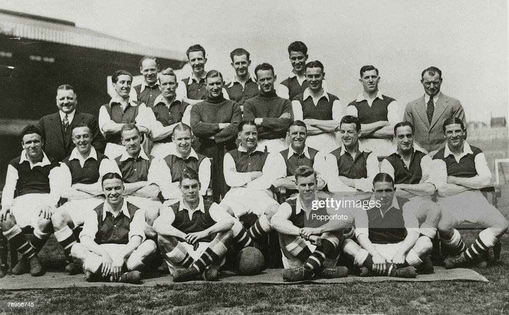 Sport. Football. pic: circa 1935. Arsenal, Back row,l-r, Male, Roberts, Crayston, Compton. Standing, l-r,G.Allison Manager, Bowden, Dunne, Moss, Wilson, Sidey, Kirchen, T.Whittaker Trainer. Sitting l-r, Dougal, Hulme, John, Bastin, James, Hapgood, S.Hill, : News Photo