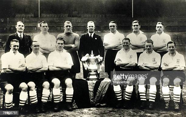 circa 1935 Sheffield Wednesday the 1935 FA Cup winners Back rowlr Irwin JNibloe JBrown WWalker ACatlin WMillership HBurrows Front row lr WSharp...