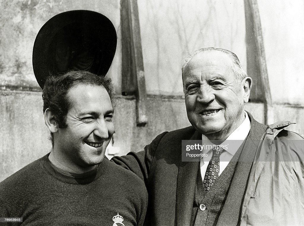 "Sport. Football. pic: circa 1965. Real Madrid President Santiago Bernabeu with the team captain Francisco ""Paco"" Gento. Gento won 6 European Cups between 1956 and 1966; an integral part of a legendary team. Santiago Bernabeu was the Club President from 19 : News Photo"