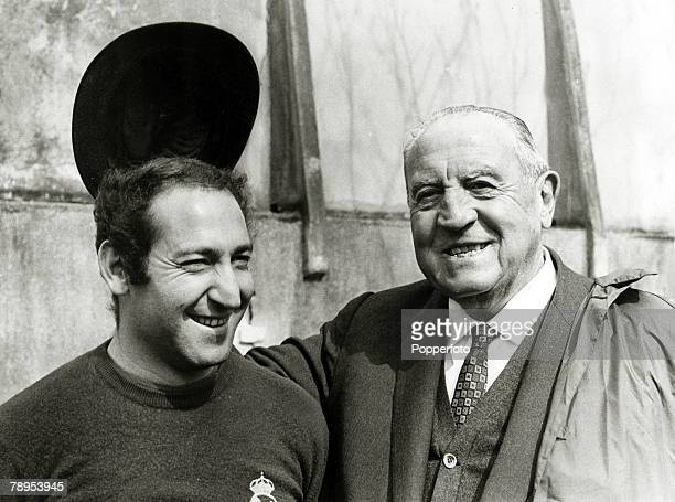 circa 1965 Real Madrid President Santiago Bernabeu with the team captain Francisco 'Paco' Gento Gento won 6 European Cups between 1956 and 1966 an...