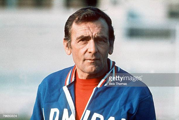 circa 1970's Les Cocker England Trainer/Coach under Don Revie He had followed Don Revie into the England set up in 1975 after being trainer at Leeds...