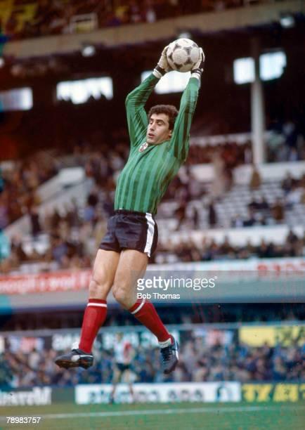 circa 1984 Peter Shilton Southampton goalkeeper who also won 125 England international caps between 19711990