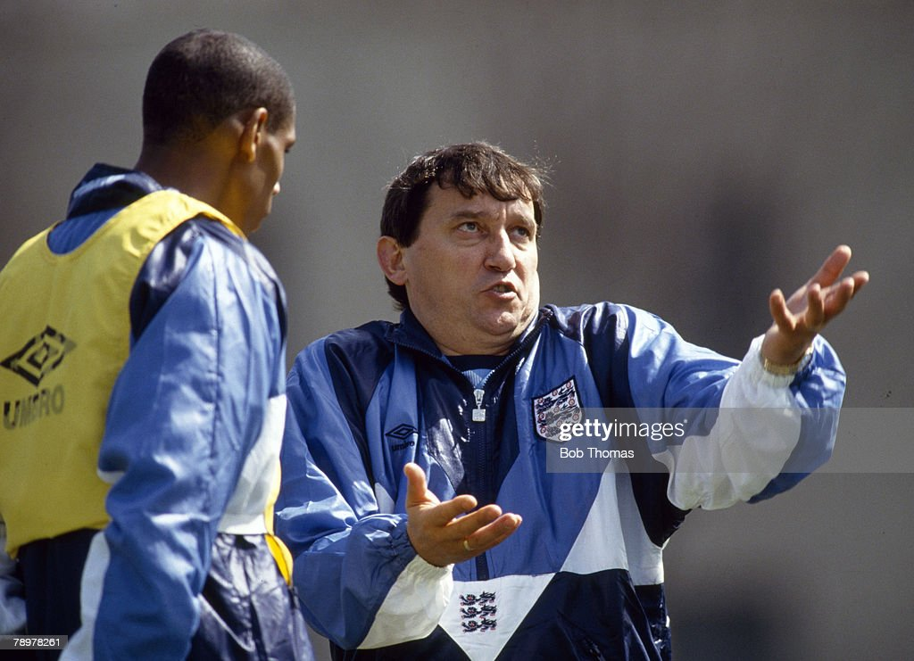Sport. Football. pic: circa 1992. Graham Taylor, England Manager in expressive mood as he talks to Carlton Palmer. Graham Taylor was the England Manager 1990-1993. : News Photo