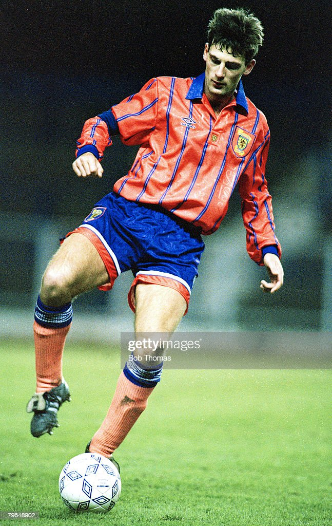 BT Sport, Football, pic: circa 1992, International Football, Craig Levein, Scotland, Craig Levein, who played club football for Hearts, won a total of 16 Scotland international caps between 1990-1995 : News Photo