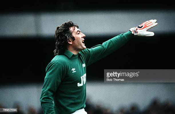 December 1983 Division 1 Tottenham Hotspur 2 v Arsenal 4 Pat Jennings Arsenal goalkeeper The Northern Ireland international won 119 caps for his...