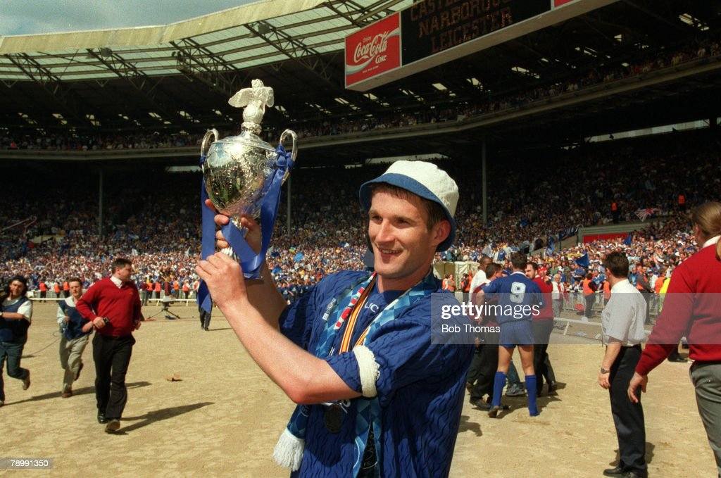 May 1994, Division 1 Play-off Final at Wembley, Leicester City 2, v Derby County 1, Leicester City captain Simon Grayson with the play off trophy
