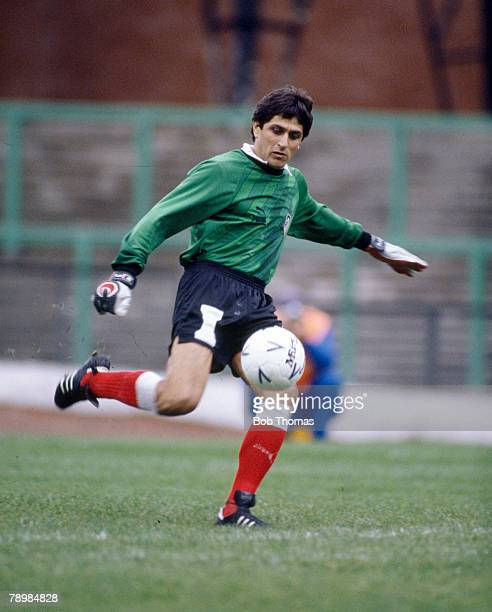 October 1985 European Cup Winners Cup 1st Round Ubaldo Fillol Athletico Madrid goalkeeper an Argentina international who played in 3 World Cups 1974...