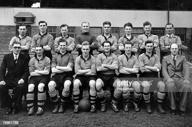 1949 1949 FA Cup Final at Wembley Wolverhampton Wanderers 3 v Leicester City 1 Wolverhampton Wanderers FA Cup winning team Back row leftright Billy...