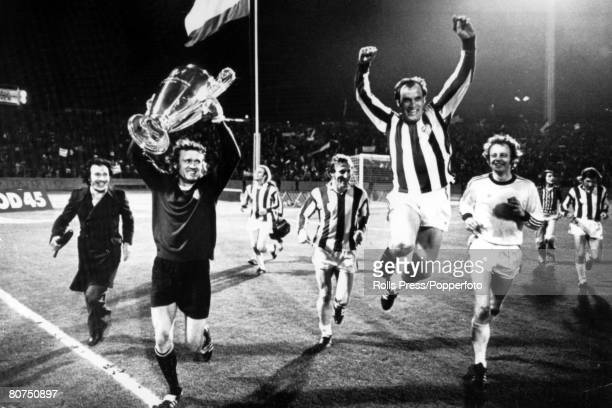 1974 European Cup Final Replay in Brussels Bayern Munich 4 v Athletico Madrid 0 Bayern Munich goalkeeper Sepp Maier parades the European Cup with...