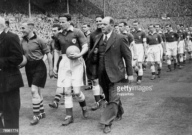 30th April 1949 1949 FA Cup Final at Wembley Wolverhampton Wanderers 3 v Leicester City 1 Rival captains Billy Wright left Wolverhampton Wanderers...