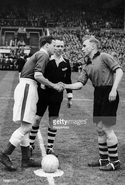 30th April 1949 1949 FA Cup Final at Wembley Wolverhampton Wanderers 3 v Leicester City 1 Rival captains Billy Wright right Wolverhampton Wanderers...
