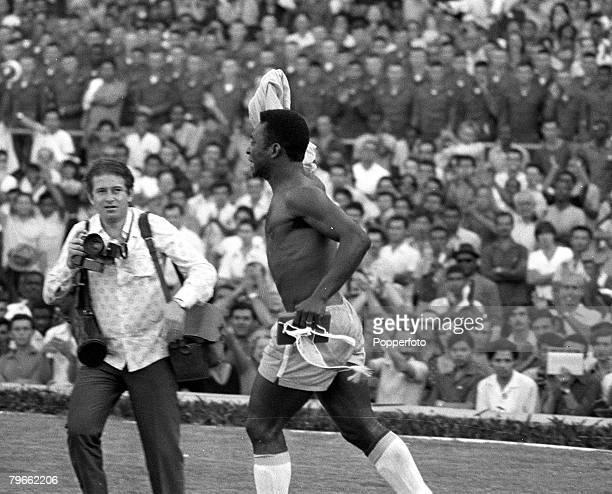 Sport, Football, Rio de Janeiro, Brazil, 18th July 1971, International Friendly, Brazil 2 v Yugoslavia 2, Pele, the great Brazilian football...